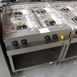 Cooker with 4 gas burners