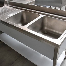 Spoeltafel met 2 wasbakken rechts